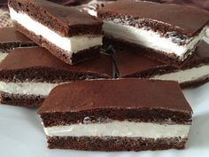 Fitness KINDER-Milchschnitte ohne Zucker und Mehl - Tap the pin if you love super heroes too! Baby Food Recipes, Sweet Recipes, Dessert Recipes, Cooking Recipes, Healthy Cake, Healthy Desserts, Tips Fitness, Sin Gluten, A Table