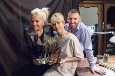Back con Agustina Rossi, Karina Rabolini y Marcelo Toledo para #ManoDeMujer  #ManoDeAyuda es Karina Rabolini fotografiada por Fabian Laghi