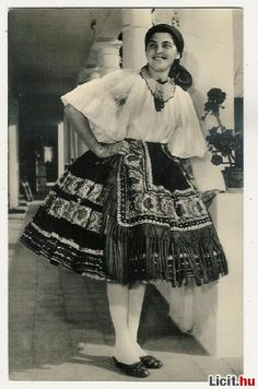Hello all, This is a photo of my friend Jennifer in her Sárköz costume. The region of Sárköz [pronounced sharkeuse] is well known i. Ethnic Fashion, Urban Fashion, Fashion Art, Historical Women, Historical Clothing, Hungarian Dance, European Costumes, Costumes Around The World, Hungarian Embroidery