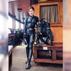 Scuba Diving Pictures, Scuba Certification, Deep Photos, Mermaid Cove, Diving Suit, Scuba Diving Gear, Womens Wetsuit, Snorkeling, Underwater