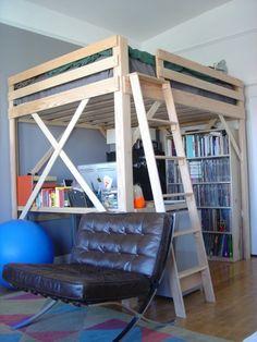 lit mezzanine deux places en bois et bureau au-dessous