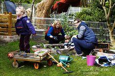Chaos-Familienshooting - Gartenarbeit ganz leicht gemacht!