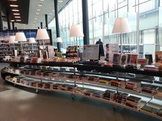 Cool Retail style displays at Almere Public Library in this Dutch city. Love this for browsing!!