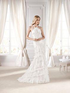 #Vestido de #novia con corte columna, de encaje y cola de capilla. Modelo EDET. chantu.es