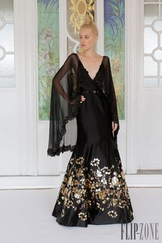 Dany Atrache - Couture - Fall-winter 2013-2014 - http://www.flip-zone.net/fashion/couture-1/independant-designers/dany-atrache-4052 - ©PixelFormula