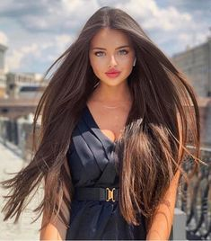 A straight Italian Guy, Lover of Long, Silky Hair. Most Beautiful Faces, Beautiful Long Hair, Beautiful Eyes, Beautiful Clothes, Brunette Beauty, Hair Beauty, Belle Silhouette, Natural Hair Styles, Long Hair Styles