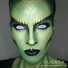 You are going to love these Easy Halloween Makeup Ideas! We've found our favorite animal makeup tutorials that are perfect to pair with a great costume or just… Yeux Halloween, Maquillaje Halloween, Halloween Face Makeup, Halloween Costumes, Medusa Halloween, Easy Halloween, Halloween Inspo, Alien Make-up, Makeup Fx