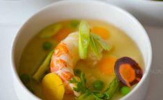 Consommé minestrone tomate, langoustine et herbes fraiches