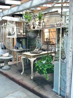 Shop keeping - Country Roads Blossoms Vintage Chic