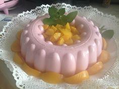 Pudim de iogurte, morango e pêssegos