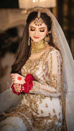 Desi Bridal Makeup, Pakistani Bridal Makeup, Indian Bridal Wear, Bridal Mehndi Dresses, Desi Wedding Dresses, Bridal Outfits, Pakistani Bridal Hairstyles, Asian Wedding Dress Pakistani, Muslimah Wedding Dress