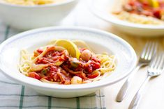 Seafood spaghetti with tomato sauce Frozen Seafood, Seafood Pasta, Fresh Seafood, Fish And Seafood, Seafood Recipes, Lemon Spaghetti, How To Cook Pasta, Tomato Sauce, Oysters