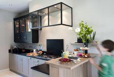 Une cuisine sur mesure dans un petit espace - Ambiance Atelier - Cuisines Malegol