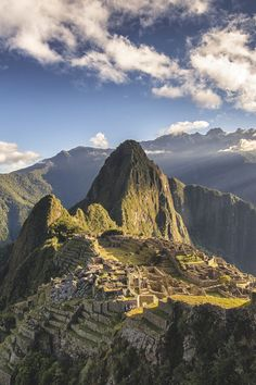 see machu picchu Machu Picchu, Places To Travel, Places To See, Monuments, South America Travel, Travel Aesthetic, Wonders Of The World, Travel Photos, Sunrise