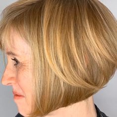 If you think ombre hair just for long hair, we will change your mind with our latest pictures of short ombre hairstyles! If you think ombre hair just for long hair, we will change your mind with our latest pictures of short ombre hairstyles! Short Hair Styles Easy, Short Hair With Layers, Short Hair Cuts, Curly Hair Styles, Layered Bob Hairstyles, Short Bob Haircuts, Stacked Bob Haircuts, Teen Hairstyles, Celebrity Hairstyles