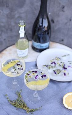 elderflower + prosecco + edible flower + thyme ice cubes = stylish and whimsical.