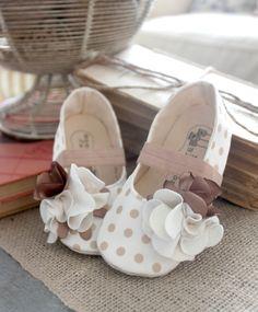 Would look super cute with beige and white polka dot Jason Wu dress!