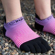 いいね!208件、コメント2件 ― Injinjiさん(@injinji)のInstagramアカウント: 「Slip into some stripes. #Injinji #Toesocks #ToesocksorNoSocks」
