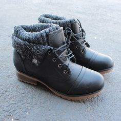 cozy womens sweater boots - black - size 6 $58