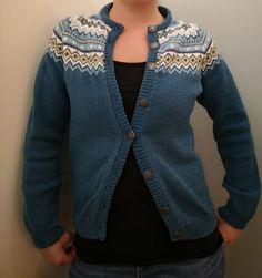 Nordkapp kofte i ny fargekombinasjon med petrolblått Knitting Machine, Cardigans, Sweaters, Vest, Craft Ideas, Quilts, Big, Dresses, Women