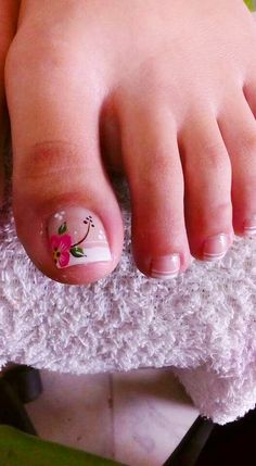 Pedicure Essentials and Designs Feet Nail Design, Toe Nail Designs, French Pedicure Designs, Pretty Toe Nails, Cute Toe Nails, Pedicure Nail Art, Toe Nail Art, Hair And Nails, My Nails