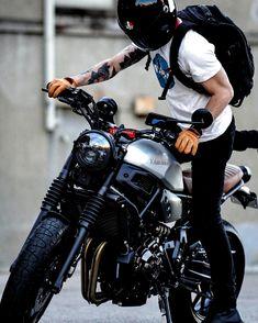 Triumph Bikes, Yamaha Motorcycles, Cafe Racer Motorcycle, Motorcycle Design, Motorcycle Style, Women Motorcycle, Vintage Motorcycles, Motorcycle Helmets, Retro Bikes