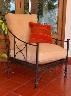Sillas: Hierro y Barro Salta Mexican Furniture, Metal Furniture, Outdoor Furniture, Outdoor Chairs, Outdoor Decor, Living Room Sets, Porch Decorating, Wood And Metal, Wrought Iron