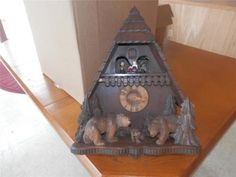 OLD-BLACK-FOREST-CHALET-CUCKOO-CLOCK-with-BEARS-DANCERS-MADE-IN-WEST-GERMANY