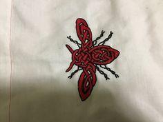 My napkin for basket Bee Embroidery, Bees, Celtic, Napkins, Basket, Tattoos, Tatuajes, Towels, Dinner Napkins