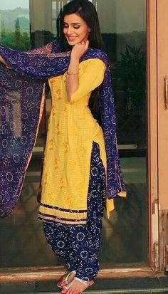Muslim Fashion, Indian Fashion, Boho Fashion, Fashion Outfits, Indian Suits, Indian Dresses, Indian Wear, Designer Punjabi Suits, Indian Designer Outfits