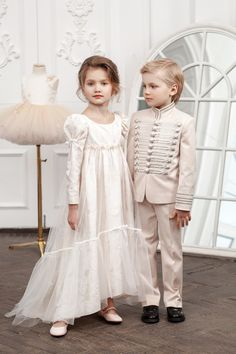 Cream looks of Anna and Vronsky by Bibiona Couture 🍨📚 Godt så ! Little Girl Dresses, Girls Dresses, Flower Girl Dresses, Dress Anak, Kind Mode, Boy Fashion, Baby Dress, Marie, Girl Outfits
