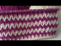Two-Color Easy Knitting Pattern - Adele Easy - Diy Crafts Easy Knitting Patterns, Knitting Charts, Knitting Stitches, Knitting Designs, Free Knitting, Baby Knitting, Stitch Patterns, Baby Mobile, Knitting Videos