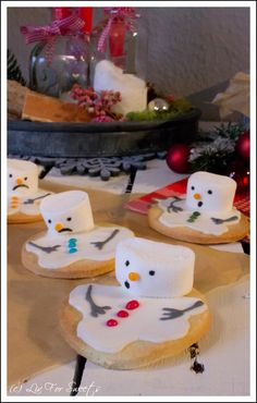 Weihnachtsbäckerei Snowman cookies - recipe also for the Thermomix Christmas Brunch, Christmas Cooking, Christmas Mood, Christmas Crafts, Xmas, Snowman Cookies, Cupcake Cookies, Mini Cupcakes, Schneemann Cookies