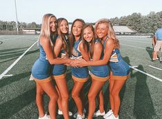 Youth Cheerleading, Cheerleading Pictures, Cheerleading Outfits, Cheer Picture Poses, Cheer Poses, Best Friend Images, Cute Friend Pictures, Cheer Football Couple, Cute Cheer Bows