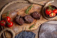 Vista superior carne sabrosa frita con t... | Free Photo #Freepik #freephoto #comida #escritorio #carne #plato Carne Asada, Fresco, Red Tomato, Wooden Desk, Sausage, Dinner Recipes, Tasty, Meals, Top View