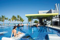 Riu Palace Jamaica offers the best All Inclusive service for Adults Only in Montego Bay, Jamaica - Swim-up bar with the best beverages.