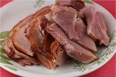 Slow Cooker Maple Ham Recipe - This all-day slow cooker ham recipe serves 10 and is super easy to prepare.