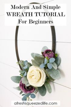 This modern and simple wreath is a perfect DIY project for your home. All you need is an embroidery hoop and some faux flowers and you are set. Through both video and pictures I will walk you through the project start to finish. Diy Home Decor Projects, Decor Crafts, Home Crafts, Diy Crafts For Kids, Easy Crafts, Easy Diy, Simple Diy, Wreath Tutorial, Diy Tutorial