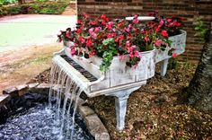 Funny pictures about Old Piano Turned Into Outdoor Fountain. Oh, and cool pics about Old Piano Turned Into Outdoor Fountain. Also, Old Piano Turned Into Outdoor Fountain photos. Dream Garden, Garden Art, Big Garden, Music Garden, Garden Kids, Garden Oasis, Terrace Garden, Easy Garden, Garden Junk
