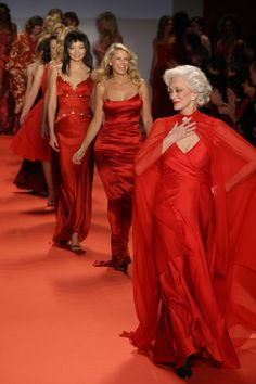 (Leading the catwalk) Iconic Supermodel Carmen Dell'Orefice and models wearing Red Dress Collection Fall 2005 Wireimage    #CarmenDell #CarmenDellOrefice