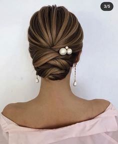 60 Trendiest Updos for Medium Length Hair These trendy Hairstyle ideas would gain you amazing compliments. Check out our gallery for more ideas these are trendy this year. Bridal Hair Updo, Wedding Hair And Makeup, Wedding Updo, Bridal Makeup, Wedding Reception, Updos For Medium Length Hair, Medium Hair Styles, Short Hair Styles, Medium Length Wedding Hair