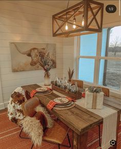 Christmas tablescape : Western home decor Western Style, Chinoiserie, Danish Modern, Table Farmhouse, Country Farmhouse Decor, Western Living Rooms, Western Bedrooms, Sweet Home, Barndominium