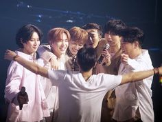 A little of the history of these wonderful men. Here's why we call them legends, they're not empty words. His path was not easy, as many tend to believe. Yesung, Kim Heechul, Super Junior Kpop, Super Junior Donghae, Programa Musical, Choi Siwon, Lee Donghae, Last Man Standing, Celebrity Travel