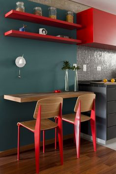How to Decorate Small Kitchens with Breakfast Bars Breakfast bar is a perfect addition for small kitchen décor. Here are several ways to create a breakfast bar at home. Grey Kitchen Walls, Red Kitchen Decor, Kitchen Wall Colors, Kitchen Interior, Küchen Design, House Design, Apartment Deck, Interior Decorating, Interior Design