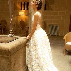 1200€. W H I T E  S U C R E. I ❤️ Monday's! Because now are monday's WG. #monday #wedding #weddingdress #vestidodenoiva #mariage #mariagevintage #atelier #chateau #novia #bouquet #tocados #castle #boda #bridal #makeupwedding #vestidosdenovia #novias2016 #handmade #hechoamano #madeinspain #modaespañola #paris #princess #forniture #chair #castillo #pozo