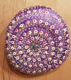 """Stein """"Circle of Life"""" - Geschenk Gebochzeit - Dekoration - violett - Dotpainting von StoneArt2015 auf Etsy"""
