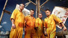 A história de quatro amigos ingleses que se tornaram criminosos por acidente após visitarem um amigo em Maiorca chega ao fim.
