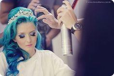 Noiva de cabelos azuis.