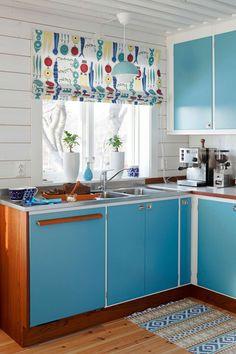 Classic Kitchen, Cute Kitchen, New Kitchen, Vintage Kitchen, Room Kitchen, Kitchen Tile, Modern Kitchen Curtains, Modern Kitchen Cabinets, Modern Kitchen Design