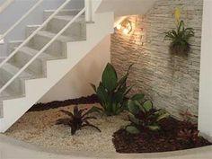 atrás-da-escada Interior Exterior, Kitchen Interior, Stair Walls, Flat Roof House, Inside Garden, Bohemian House, Stair Storage, Under Stairs, Staircase Design
